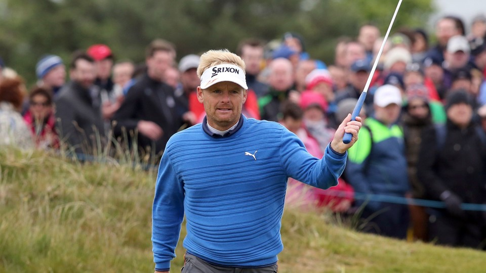Soren Kjeldsen of Denmark waves to the crowd.  AFP PHOTO / PAUL FAITH