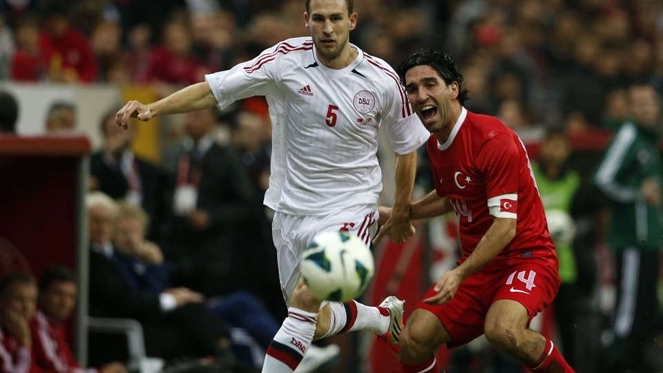 Denmark's Conboy fights for the ball with Turkey's Turan during their friendly soccer match at Turk Telekom Arena in Istanbul Foto: Reuters/Murad Sezer