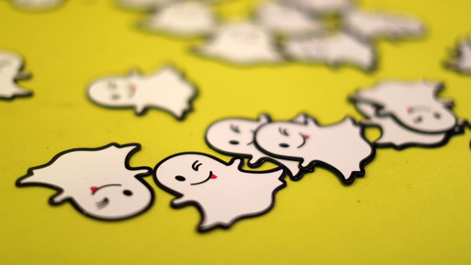 FILE PHOTO: The logo of messaging app Snapchat is seen at a booth at TechFair LA, a technology job fair, in Los Angeles Foto: Reuters/Lucy Nicholson