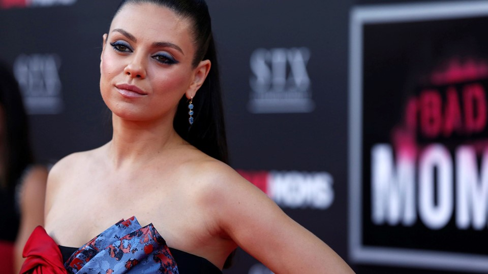 Cast member Kunis poses at the premiere of Foto: Reuters/Mario Anzuoni