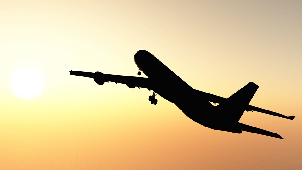 The airplane against a picturesque sunset Foto: Free/Colourbox