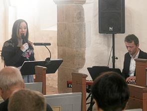 Duo sang julen ind i Ulsted Kirke