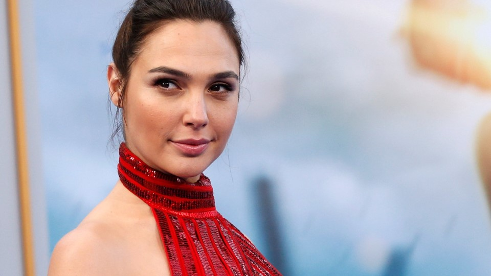 Cast member Gadot poses at the premiere of Foto: Reuters/Mario Anzuoni
