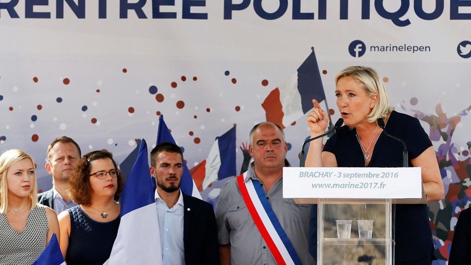 Marine Le Pen, French National Front (FN) political party leader and a member of the European Parliament, delivers a speech as she attends a FN political rally in Brachay Foto: Reuters/Gonzalo Fuentes