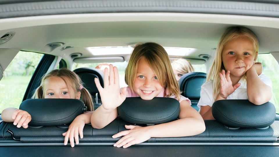 Family travelling by car Foto: Free/Colourbox