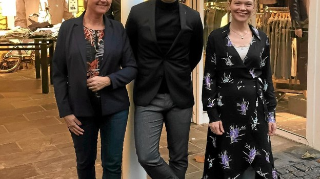 Repræsentanter fra de tre butikker, der er gået sammen om modeshowet - fra venstre: Anette Birsch Madsen, She Fashion, Tamer Kapetanovic, Mr. Tang og Louise Holstein Nørgaard, By Froberg. Foto: Privat