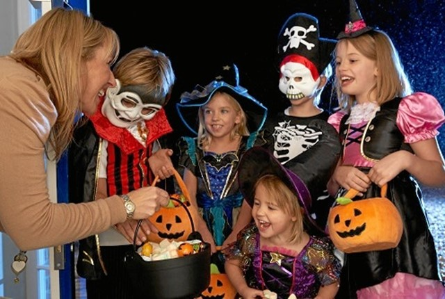 Happy Halloween party with children trick or treating; Shutterstock ID 70173520; PO: Bilka Marketing