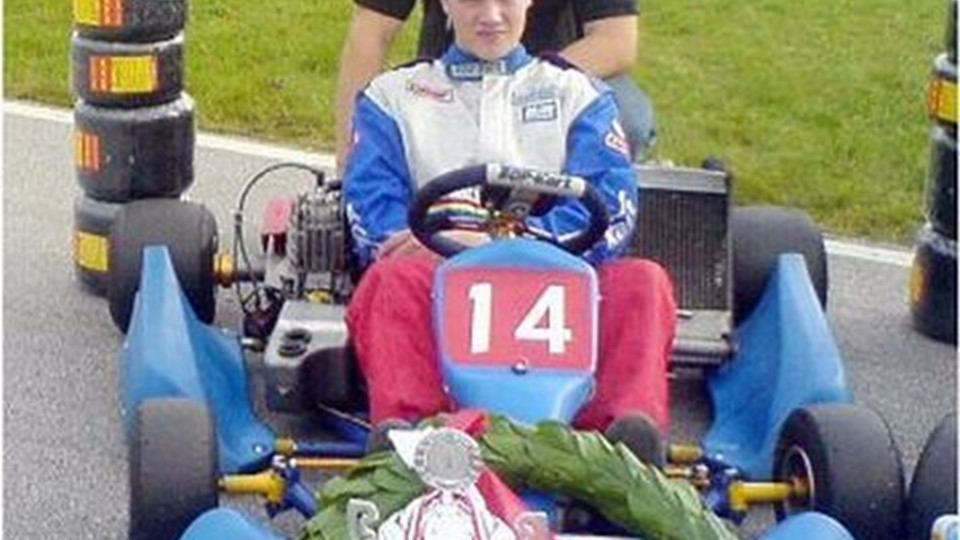 Christian Larsen fra Ferslev vandt i weekenden DM i gokart for hold. Bag ham mekaniker og far Ole Larsen.privatfoto