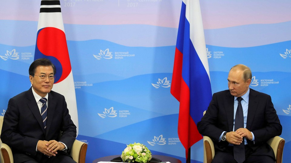 Russian President Vladimir Putin and his South Korean counterpart Moon Jae-in attend a meeting during the Eastern Economic Forum in Vladivostok Foto: Reuters/Sputnik