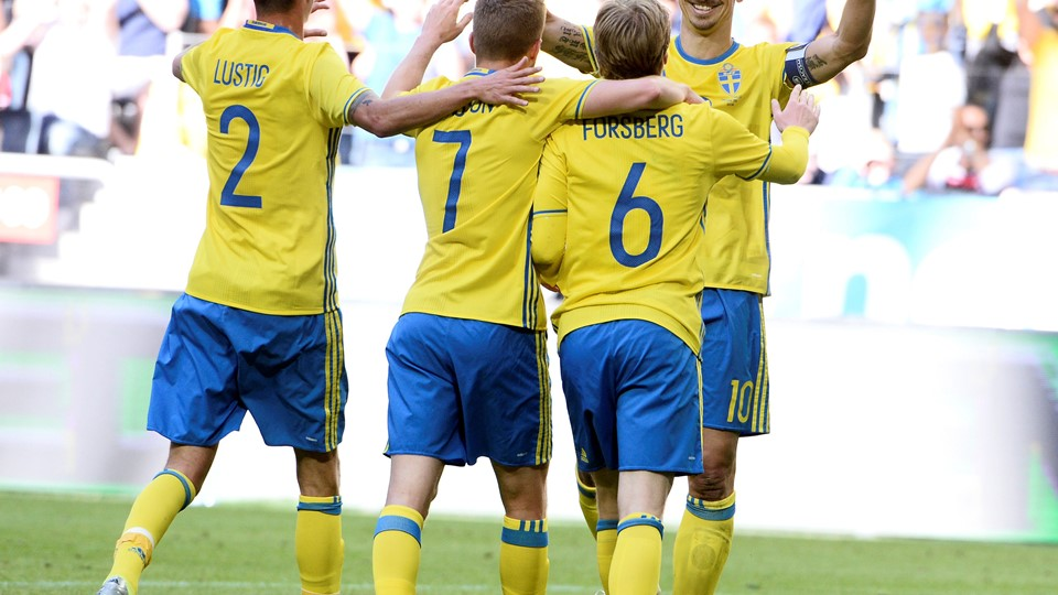 Sweden's (L-R) Mikael Lustig, Sebastian Larsson, Emil Forsberg and Zlatan Ibrahimovic cheer after Forsberg's 1-0 goal during the friendly soccer match Sweden v Wales at the Friends Arena in Stockholm, Sweden June 5, 2016. TT News Agency/Claudio Bresciani/via REUTERS ATTENTION EDITORS - THIS IMAGE WAS PROVIDED BY A THIRD PARTY. FOR EDITORIAL USE ONLY. SWEDEN OUT.NO COMMERCIAL OR EDITORIAL SALES IN SWEDEN.NO COMMERCIAL SALES.S.