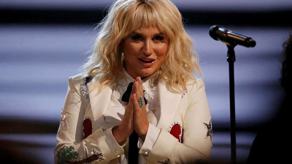 Kesha gestures after she performed Foto: Reuters/Mario Anzuoni