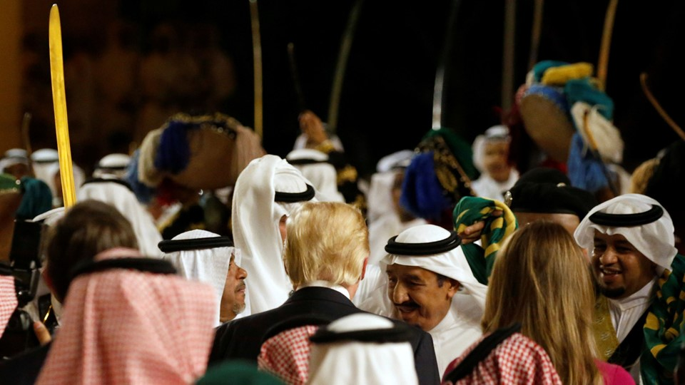 Saudi Arabia''s King Salman welcomes Trump during an arrival ceremony at Al Murabba Palace in Riyadh Foto: Reuters/Jonathan Ernst