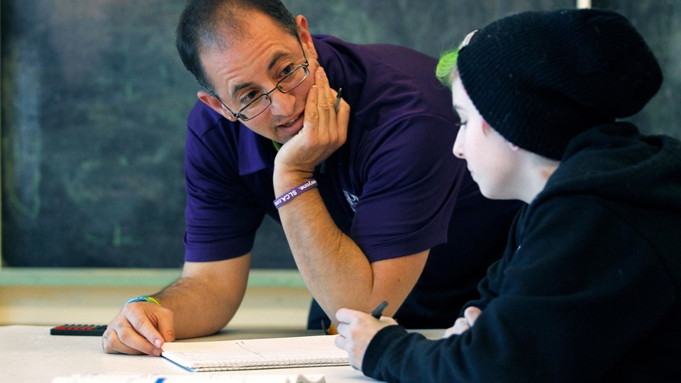Director and Co-Founder Zsilavetz of the Pride School instructs Farabee during a math class in Atlanta Foto: Reuters/Tami Chappell