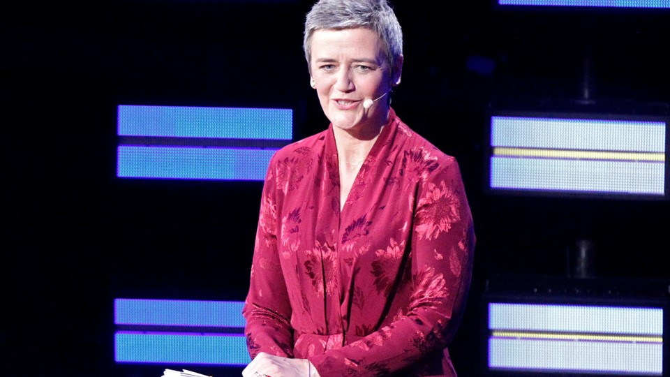 - To me a tax haven is a place where everyone is paying their taxes, siger Margrethe Vestager under tv-debat og vrider et grin ud af EU-Parlamentet.