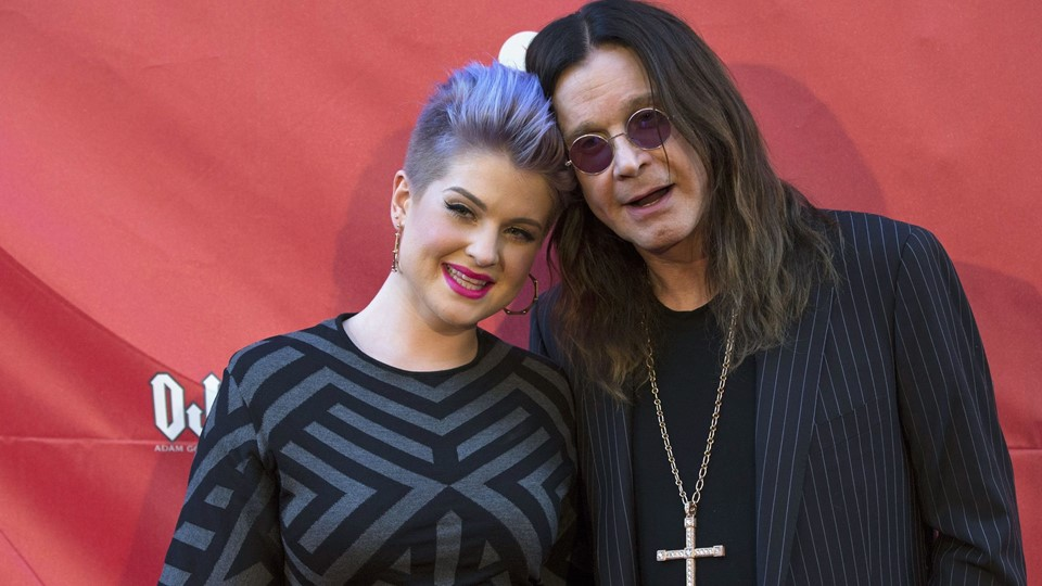 Musician Osbourne and his daughter Kelly pose at the 10th Annual MusiCares MAP Fund Benefit concert at Club Nokia in Los Angeles, Kelly Osbourne, Ozzy Osbourne Foto: Reuters/Mario Anzuoni