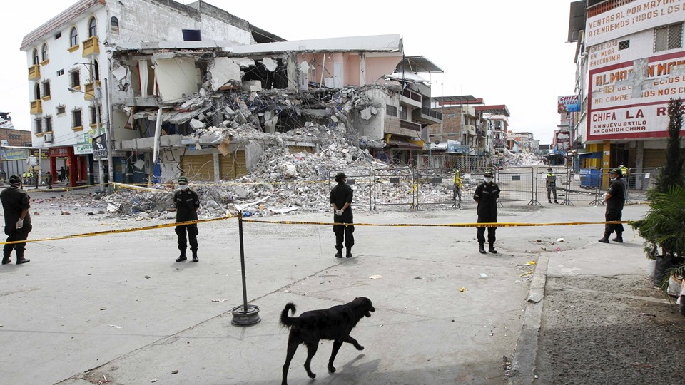 View of a collapsed buidling in Manta, after an earthquake struck off Ecuador's Pacific coast Foto: Reuters/Henry Romero