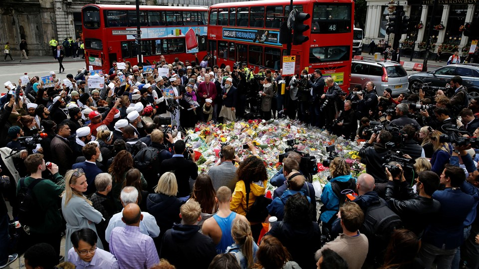 Muslims attend an event near the scene of the recent attack at London Bridge and Borough Market in central London Foto: Reuters/Stefan Wermuth