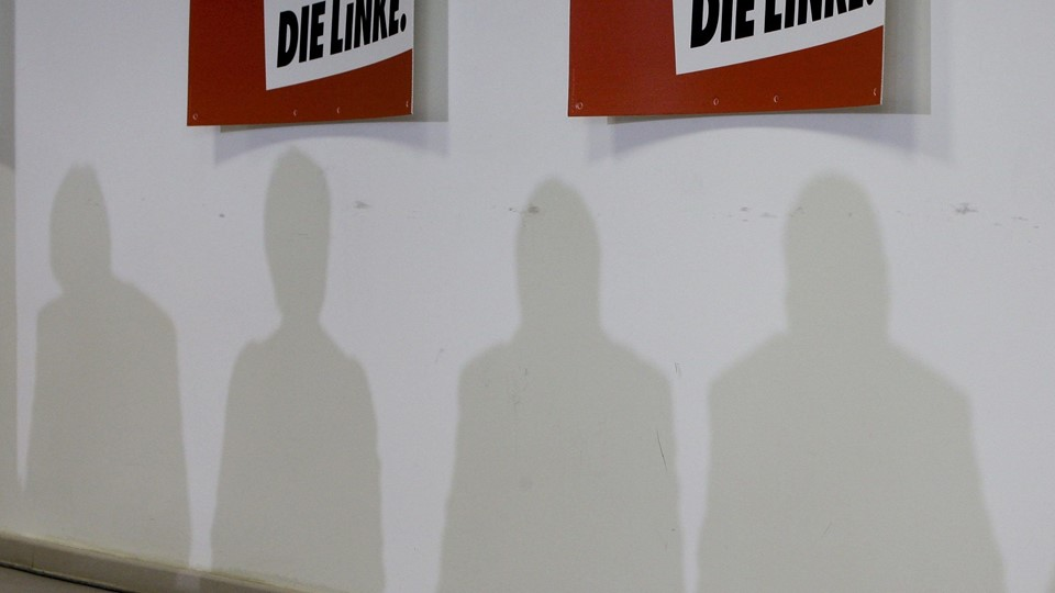 Lafontaine, Ramelow, Hanhn and Bartsch cast their shadows during a news conference of the left-wing party 'Die Linke' in Berlin Foto: Reuters/Wolfgang Rattay