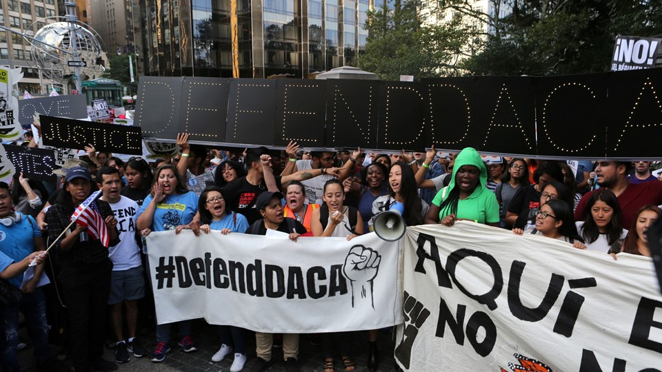 People march and chant slogans against U.S. President Donald Trump''s proposed end of the DACA program that protects immigrant children from deportation at a protest in New York City Foto: Reuters/Joe Penney/arkiv