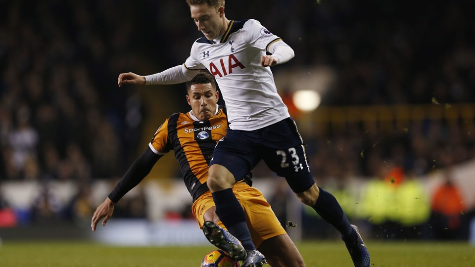 Tottenham's Christian Eriksen in action with Hull City's Jake Livermore Foto: Reuters/Matthew Childs