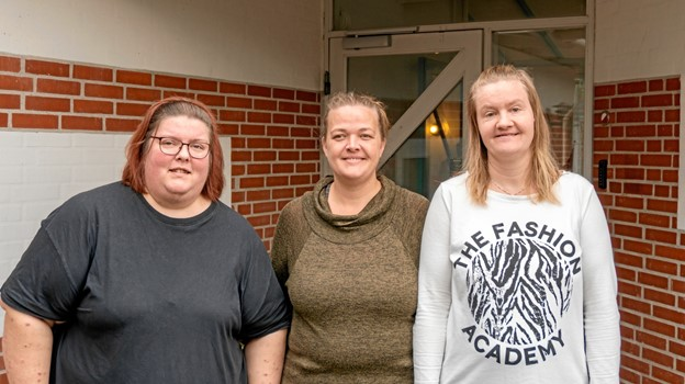 Monika Jessen (tv), bostøtte Tinna Skjøtt Bach og Katrine Bredahl (th) er glade for at værestederne i Mariagerfjord Kommune holder weekendåbent. Foto: årovat