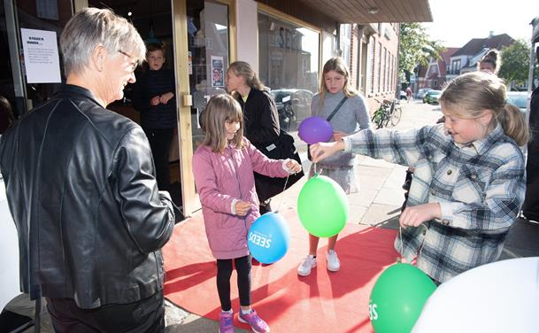 Seeds holder åbningsfest med selfies og ballon-konkurrence
