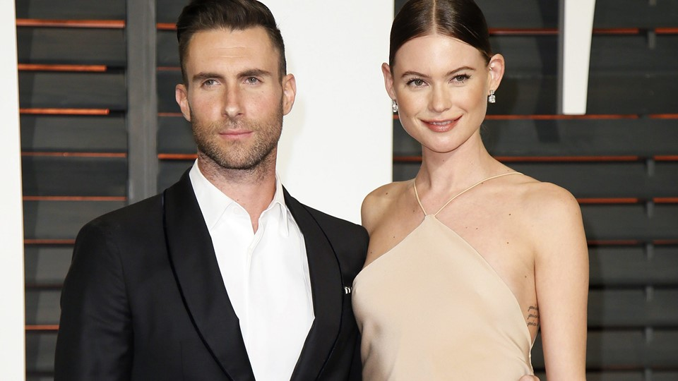 Adam Levine and wife, Behati Prinsloo, arrive at the 2015 Vanity Fair Oscar Party in Beverly Hills Foto: Reuters/Danny Moloshok