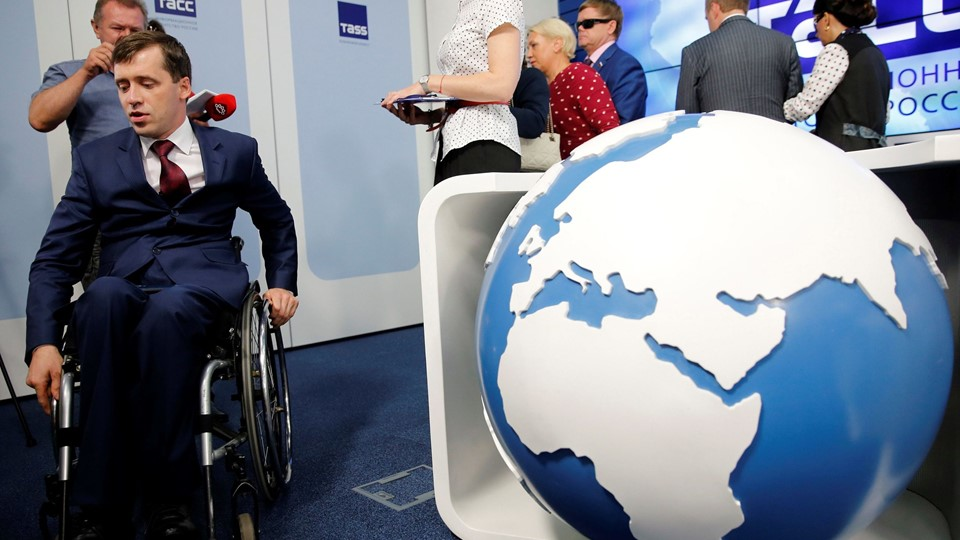 Head of Russian Paralympic Committee, Mikhail Terentyev leaves after a news conference dedicated to the Russian team's ban from the 2016 Rio Paralympics in Moscow Foto: Reuters/Maxim Zmeyev