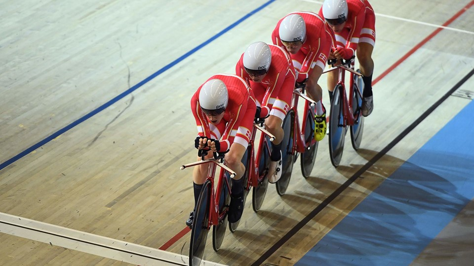 Denmark's team members compete in the men's Team Pursuit final during the UCI Track Cycling World Championships in Apeldoorn on March 1, 2018. / AFP PHOTO / EMMANUEL DUNAND