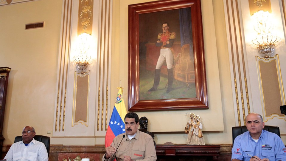 Venezuela's President Nicolas Maduro speaks during a meeting with ministers at Miraflores Palace in Caracas Foto: Reuters/Handout