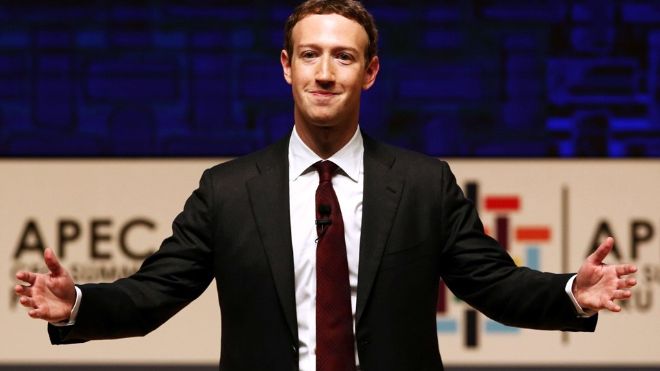 Mark Zuckerberg gestures while addressing the audience during a meeting of the APEC CEO Summit in Lima Foto: Reuters/Mariana Bazo