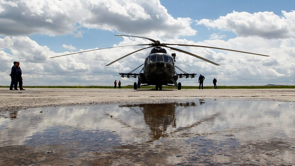 Russian Mi-8 helicopter is seen before flight to landing area of Soyuz TMA-19M spacecraft carrying ISS crew members at Karanganda airport Foto: Reuters/Shamil Zhumatov