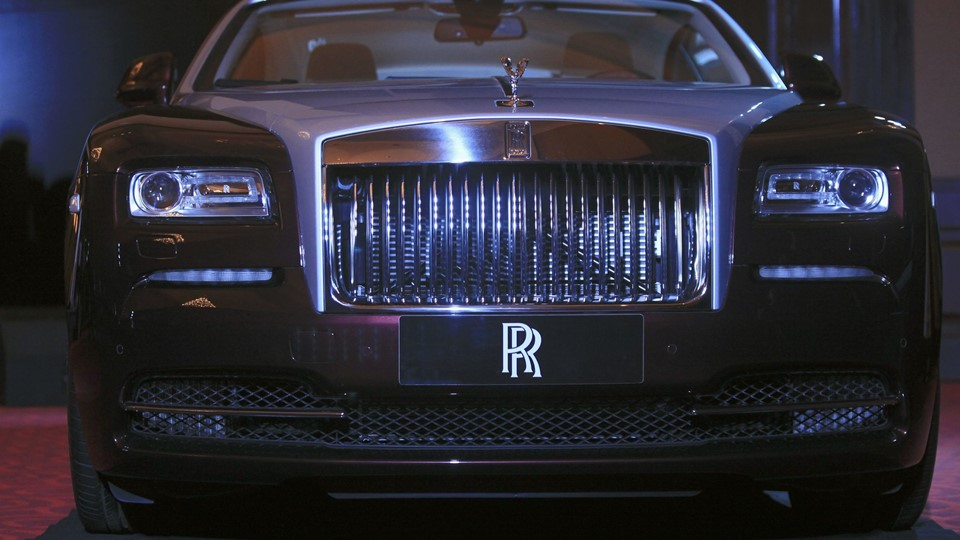 A Rolls-Royce Wraith car is displayed during the inauguration of an official dealership in Phnom Penh Foto: Scanpix/Samrang Pring