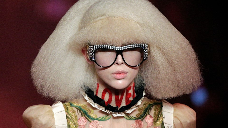 A model presents a creation at the Gucci fashion show during Milan Fashion Week Spring/Summer 2017 in Milan Foto: Reuters/Max Rossi/arkiv