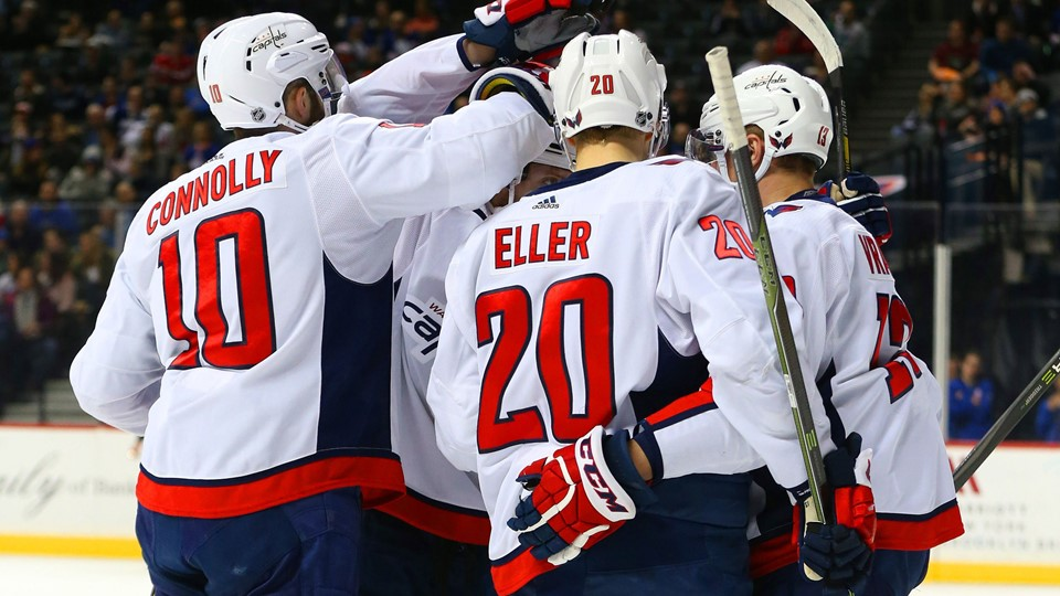 Lars Eller stod for udligningen til 1-1, da Washington Capitals slog New York Islanders 7-3 i NHL. Foto: Scanpix/Andy Marlin