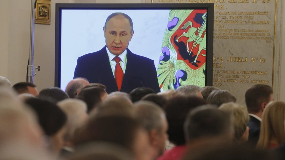 Russian President Putin is seen on screen during his annual state of nation address at Kremlin in Moscow Foto: Reuters/Maxim Shemetov