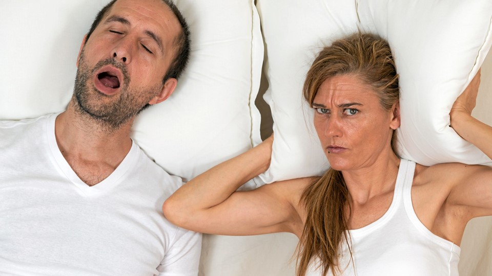 Woman can not sleep because of the snoring of her husband