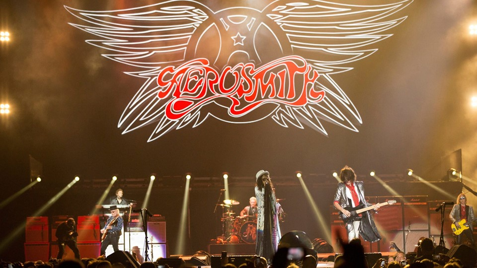 Rock band Aerosmith performs during the Foto: Reuters/Mario Anzuoni