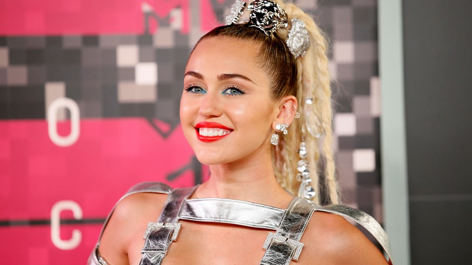 FILE PHOTO: Singer Miley Cyrus arrives at the 2015 MTV Video Music Awards in Los Angeles, Miley Cyrus Foto: Reuters/Danny Moloshok