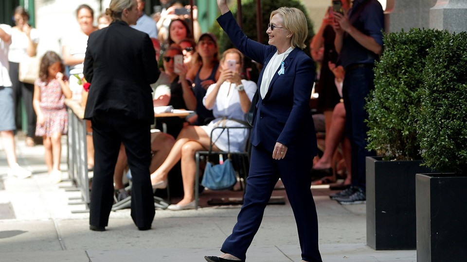 U.S. Democratic presidential candidate Hillary Clinton leaves her daughter Chelsea's home in New York Foto: Reuters/Brian Snyder
